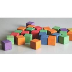 Cubes colorés en bois recyclé