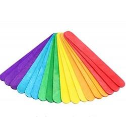 Bâtonnets de bois multicolores